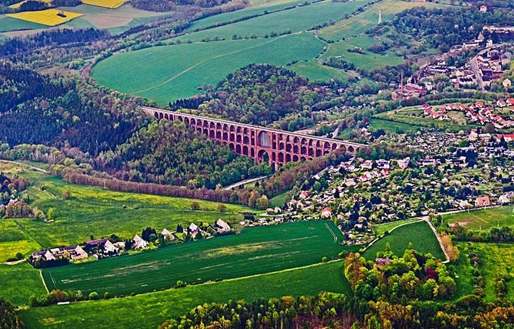 Die Göltzschtalbrücke ist die größte Ziegelsteinbrücke der Welt. Fotografie von Lothar Seifert