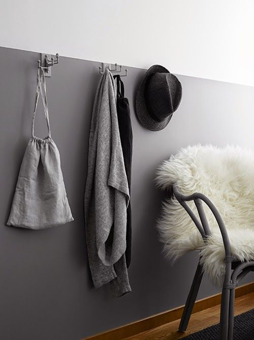 At Home in Brohuset #entry #hooks #walls #decor #home