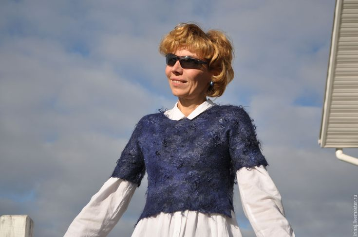 Купить или заказать валяное платье 'Sunny kiss' в интернет-магазине на Ярмарке Мастеров. Очень милое платье прямого силуэта в этническом стиле. Необыкновенно красивый винтажный шелк-сари и нежный меринос, изнанка выложена волокнами вискозы. Единственный экземпляр.