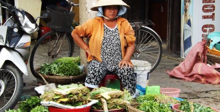 How much does it costs to travel to Vietnam?