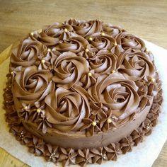 Chokladtårta med hallonmousse och vaniljkräm