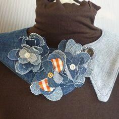 Collana-colletto in jeans con fiori