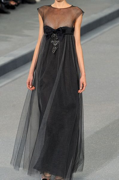 Chanel ♥ Looks like it was made for Audrey Hepburn...... This is the perfect example of loveliness.  B.