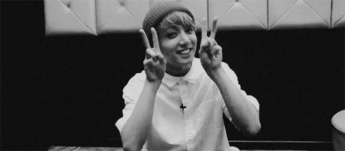 #wattpad #humor Tu é uma garota que vai numa fansign especial do BTS no Brasil (o que é meio impossível) e coisas acontecem depois disso tudo...
