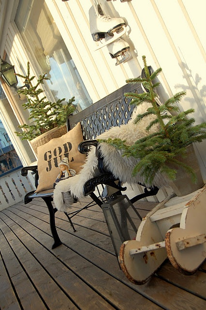SEASONAL – CHRISTMAS – the magic of the holiday makes another appearance in a  norwegian christmas home tour with so much inspiration here, almost overwhelming in a very good way.
