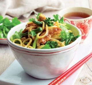 Chicken and noodles with plum sauce