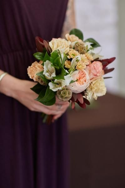 bloominous.com products falling-for-you-small-bridesmaid-bouquet