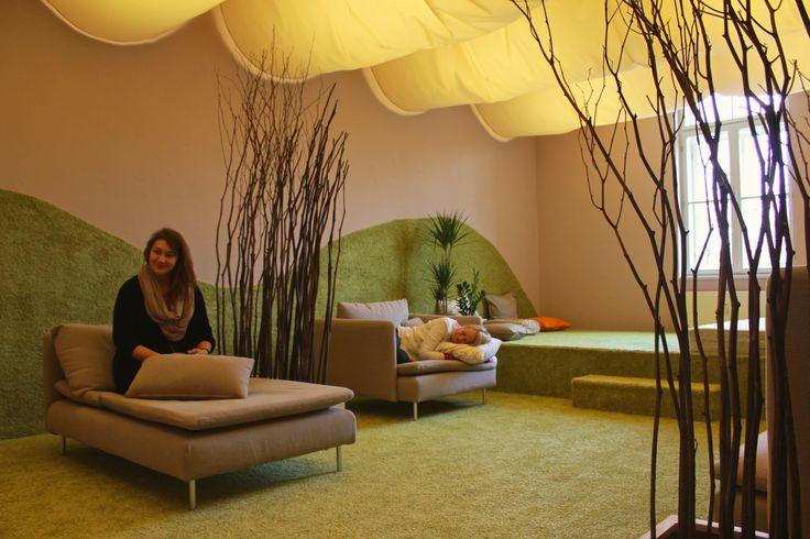Místnost v lázeňském stylu, která je ideální pro odpočinek a relax po práci. #Unifer #office #kancelar #relax