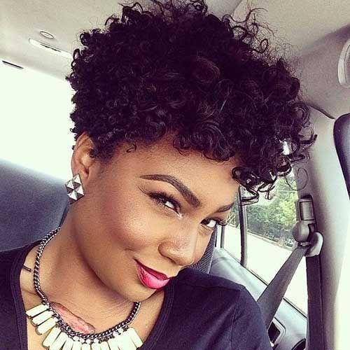 nuevos cortes de pelo corto y rizado de las mujeres negras
