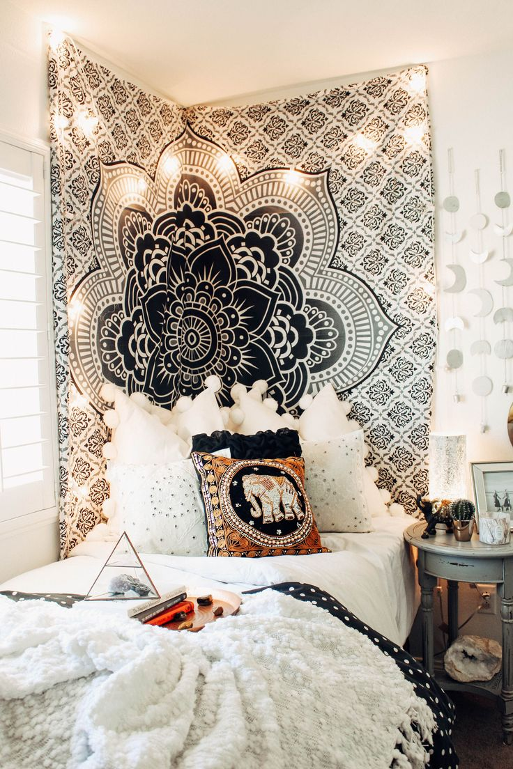 25 Best Ideas About Tapestry Bedroom On Pinterest College Dorm Lights String Lights Dorm And