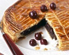 recette de galette des rois chocolat cerise : http://www.cuisineaz.com/recettes/galette-des-rois-chocolat-cerise-51528.aspx