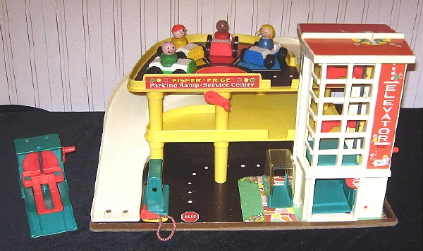 This garage with the ramp, the cars, and the working elevator was a magnificent toy.Mr. Price, Magnific Toys, Price Garages, De Garages, Childhood Memories, My Boys, Fisher Price, Retro Toys, Brother Fisher