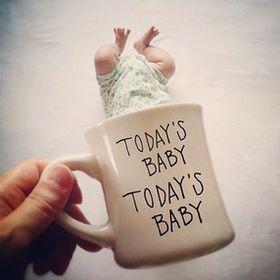 寝相アートの次はこれ!赤ちゃんとマグカップのコラボに胸キュン♡ - NAVER まとめ