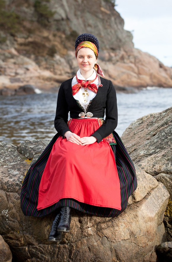 National costume from the county of Vest- Agder in Norway. Visit photographer Laila Duran's blogg here!