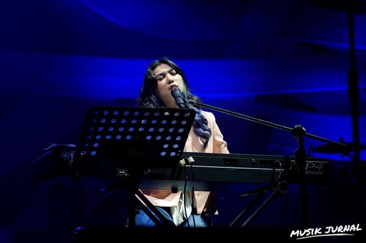"Duh, Isyana Sarasvati Jatuh Di Panggung ""Hope"" Konser 30 Tahun Kahitna | Musik Jurnal"