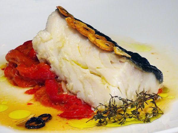 Bacalao confitado sobre pimientos asados | Cocinar en casa es facilisimo.com