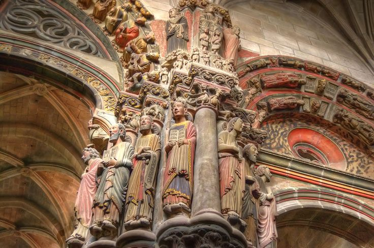 Fachada barroca da Catedral de Ourence, Galícia, Espanha. Fundada no século VI, sua construção é atribuída ao rei Chararic. Fotografia: Victor Hermida Prada. - Wikipedia, the free encyclopedia.