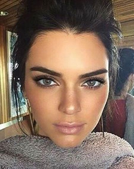 Fuller eyebrows over fashion week [Kendall Jenner/Instagram]