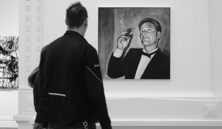 Dreaming of Beverley Hills. portrait of mike hills - Katherne Claypole charcoal on board 2014 Sarjeant Gallery Whanganui