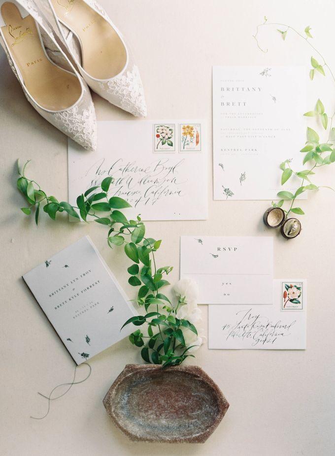 Calligraphy wedding invitation idea | Wedding - European Inspired at Kestrel Park by Jen Huang Photo | http://www.bridestory.com/jen-huang-photo/projects/natural-european-inspired-wedding-at-kestrel-park
