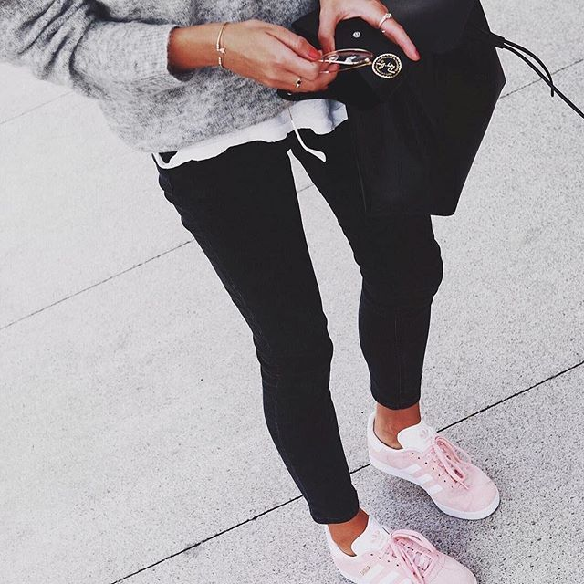 Pink sneakers are a winning touch.