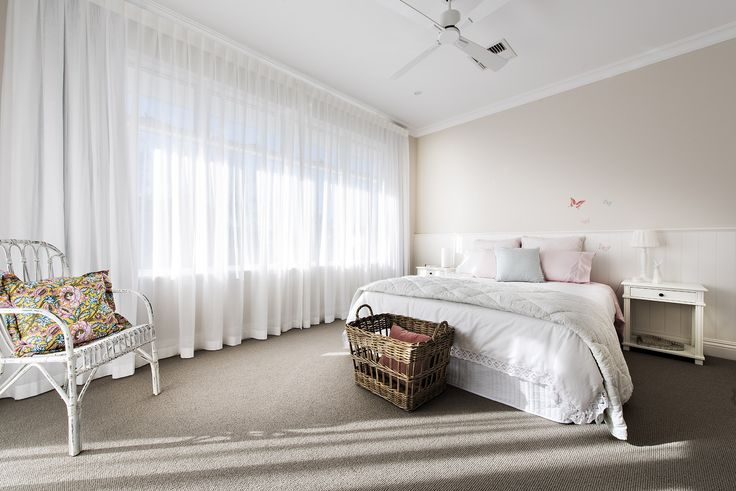 Relaxed Hamptons style bedroom - Oswald Homes