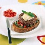 bruschette-con-hamburger-e-pesto