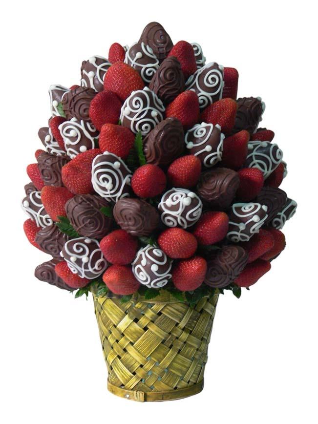 Sweet Bouquet    Un Delicioso bouquet de rojas Fresas Premium combinadas con Fresas cubiertas de chocolate gourmet. Deleite y placer.    Aprox. 80 piezas comestibles.    Tamaño: Grande