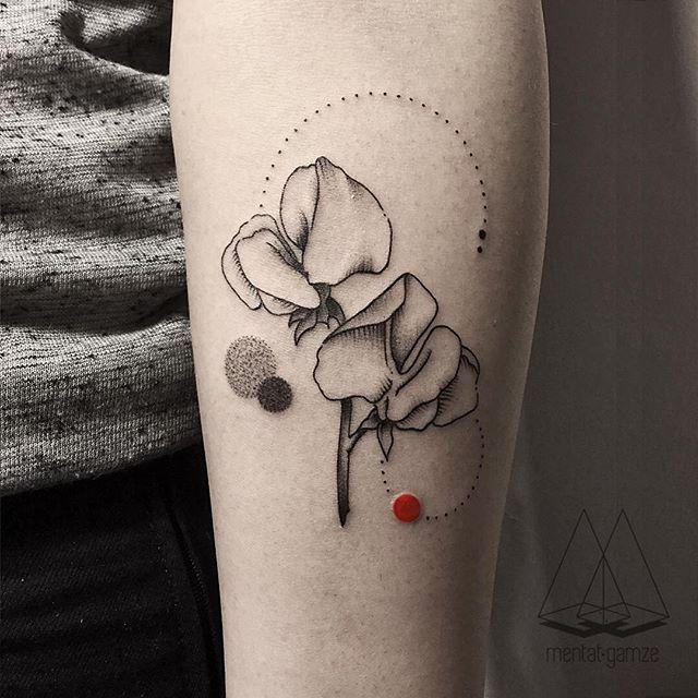 Sweet peas#tattoo #tatt #dotwork #linework #flowers #naturetattoo #ink #inked  #geometry #customtattoo #geometrictattoo #minimal #flowertattoo