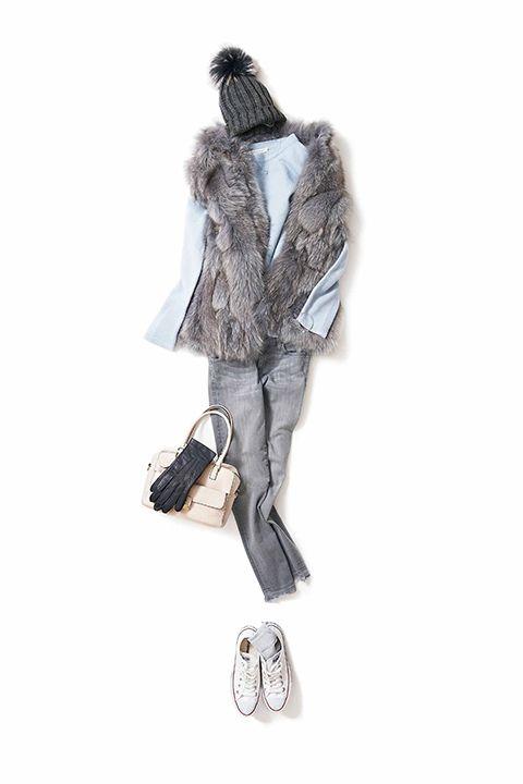 数々の女性ファッション誌で活躍中のスタイリスト菊池京子のプライベートなアイテム、気になっているアイテム、季節のコーディネート…まさに本物の菊池京子自身のクローゼットを、見ることが出来ます。ぜひあなたのクローゼットつくりの参考、コーディネートの参考にしてください。そして、服によって素敵な一日がすごせますように