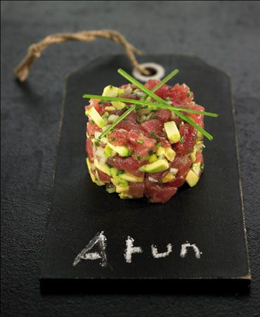 RED TUNA TARTARE Ingredients 400 gr. tuna 1 Avocado 1 spring onion 1 tablespoon soy sauce Chives Drops of lime juice Method: 1.Cut the tuna and Avocado into small cubes. 2.Chop the spring onions and chives. 3.Mix everything carefully and add soy sauce, a few drops of lime, salt, pepper and olive oil. Shape with ring-shaped molds. Finish with a few flakes of salt. Serve with rose sparkling wine and French toasted bread