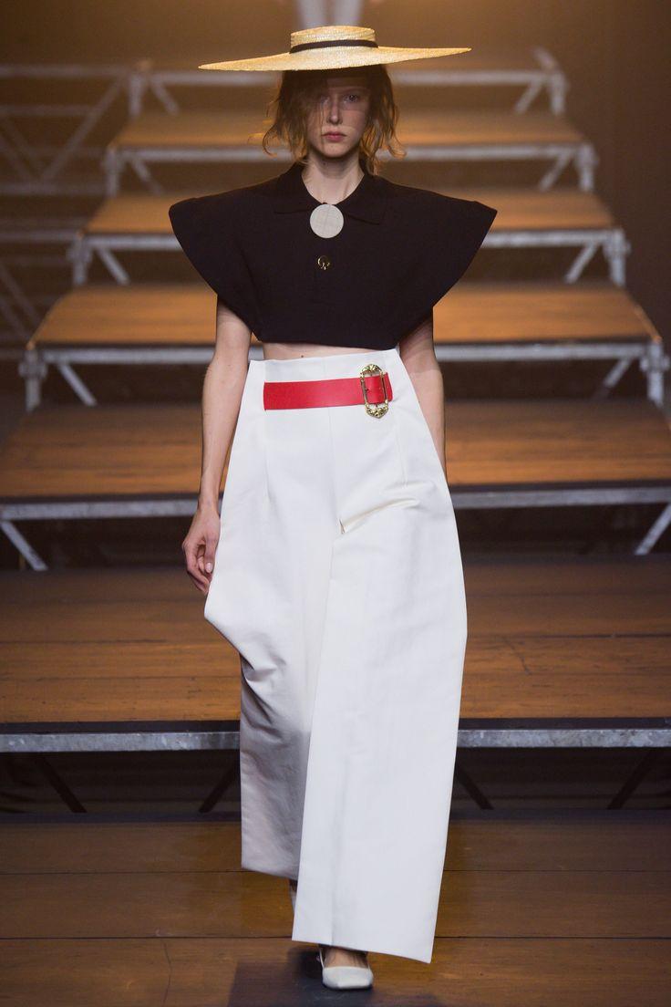 Jacquemus Spring 2017 Ready-to-Wear Collection Photos - Vogue