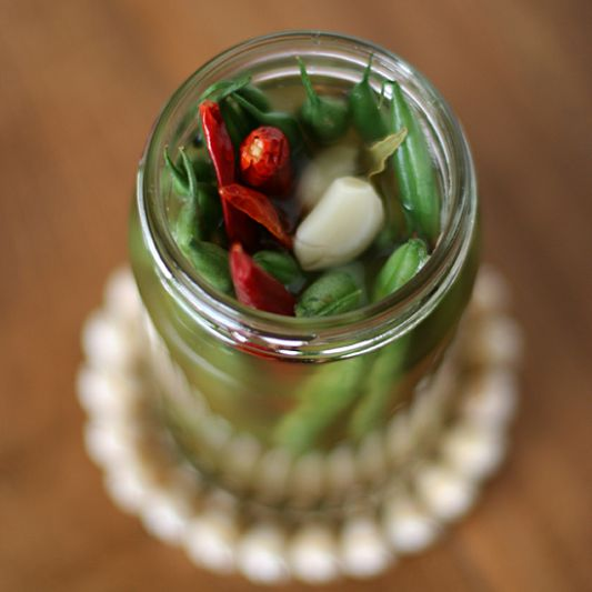 Spicy Pickled Green Beans ... Sounds great, but who writes a recipe for ONE jar of pickles?