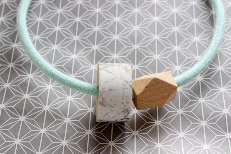 Collana 1001 con cavo elettrico in cotone verdeacqua e dettaglio in legno ricoperto da carta da parati effetto marmo bianco. Idea Regalo!! di IlluminoHomeIdeas su Etsy