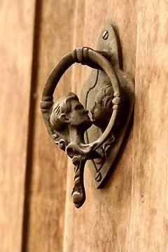 A sweet kiss...love this door knocker