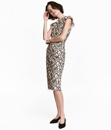 Light beige/Floral. Fitted knee-length dress in a jacquard weave with short frilled sleeves, a seam at the waist and concealed zip at the back. Lined.