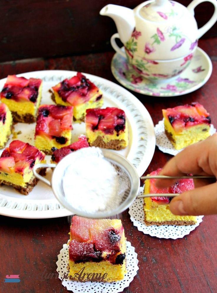 Prăjitură răsturnată cu afine și mere