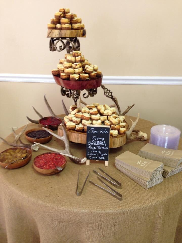 Antlers on grooms cake table