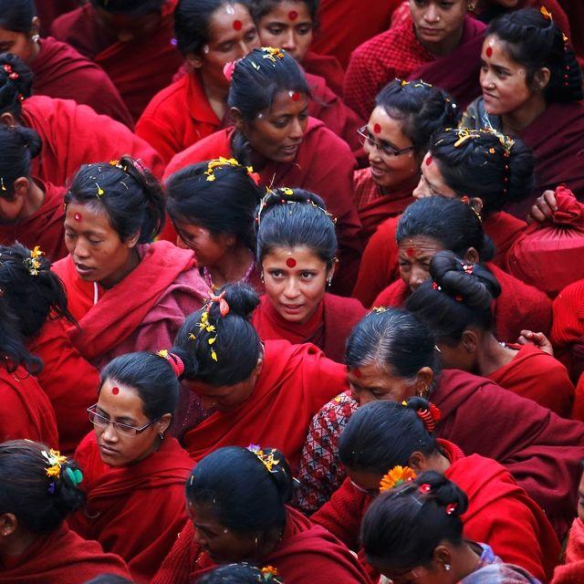Fedeli indù partecipano alla festa Swasthani Brata Katha a #Kathmandu, in #Nepal