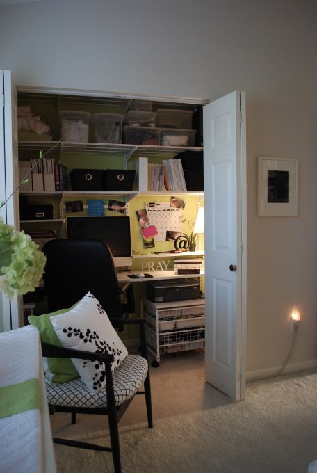 home office in the closet.  So smart: Closet Offices, Closet Study, Closet Redo, Converted Closet, Closet Design, Closet Ideas, Closet If, Bigger Closet, Accent Wall