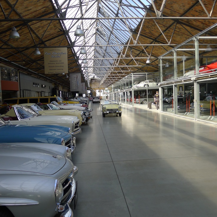 Every boy 39 s dream garage amazing car collection in for Garage ad barlin