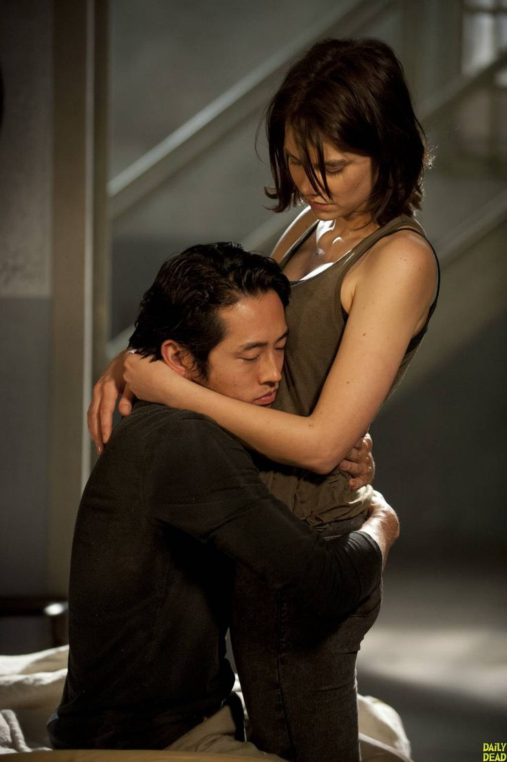 Glenn (actor Steven Yeun) with Maggie  (Lauren Cohan) #TheWalkingDead Season 4 photo - Season 4 began October 2013