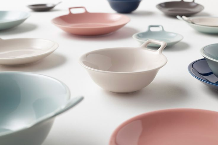 nendo's totte-plates have handles, making them easier to carry + store