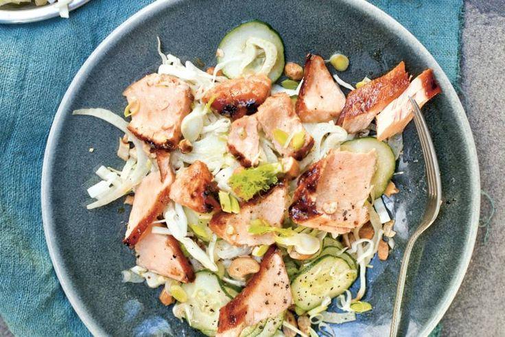 Kijk wat een lekker recept ik heb gevonden op Allerhande! Aziatische salade met zalm