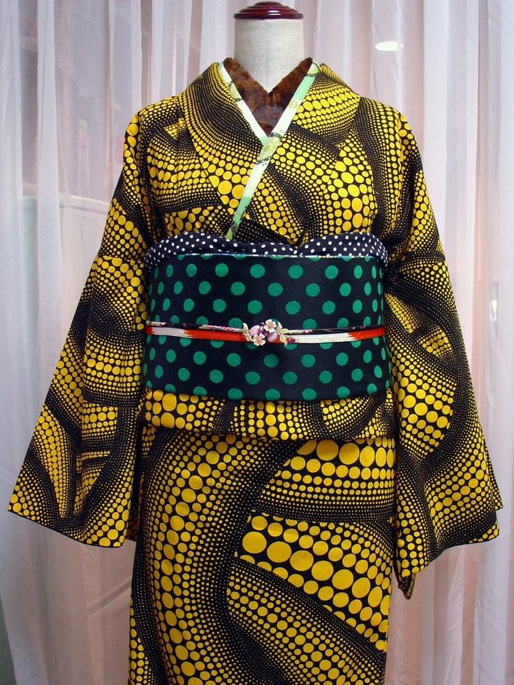 Kimono  草間弥生の生地で作った着物、その2。冬のコーディネートなので、半襟はファー★