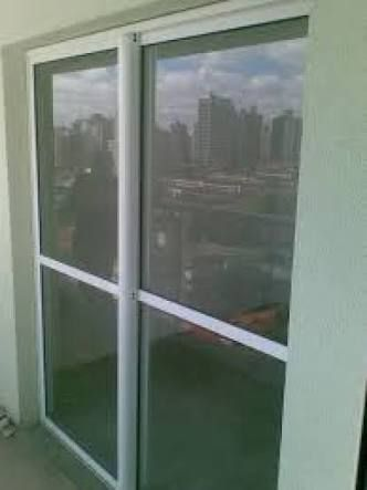 Resultado de imagem para porta de entrada aluminio branco c vidro