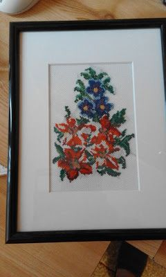 Adriana  Hobby: Buchet floral lucrat în punct cruciuliţă