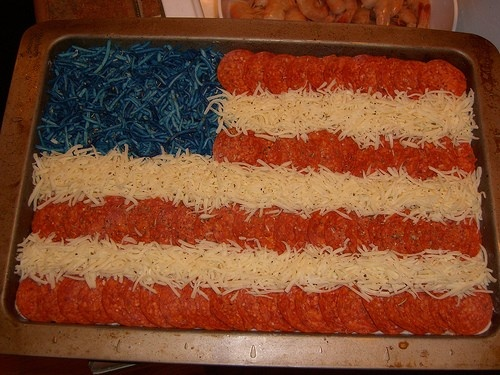 Pizza, pepperoni, cheese and cheese with food coloring...cute!: Blue Chee, Food Colors, American Flags, Fourth Of July, Flags Pizza, July Flags, 4Th Of July, July 4Th, Ovens