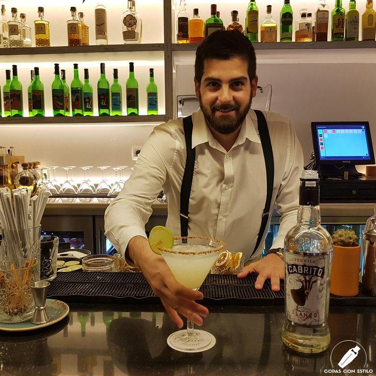 """El genial bartender Javier Quiñones nos presenta esta alegre y fresca """"Margarita Tepic"""". ¡Qué ganas de empezar!    #CopasConEstilo #Bartender #Cocktail #Coctelería #Cóctel #Cócteles #Madrid"""