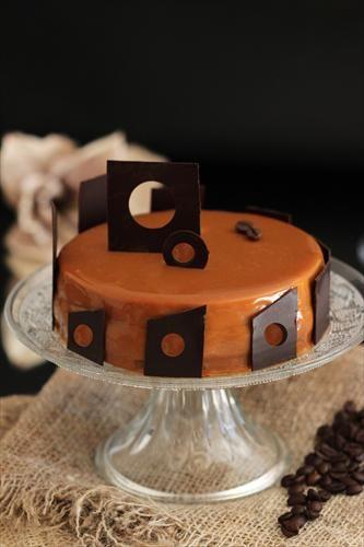 Fabulosa receta de Bavette con uno de sus famosos glaseados. Un lujo para el paladar y para la vista.  Sigue sus tutoriales en www.fondant-cupcakes.com Visita la tienda http://tienda.fondant-cupcakes.com